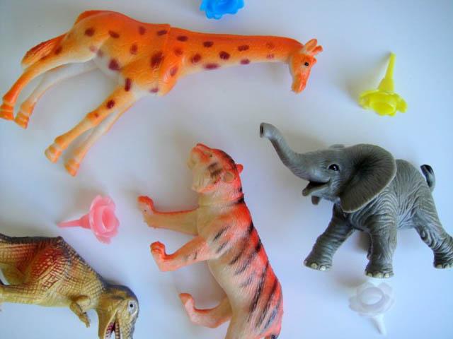 ภาพตุ๊กตาสัตว์พลาสติก
