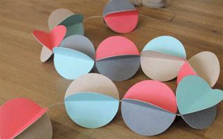 DIY สายรุ้งประดับจากกระดาษสี