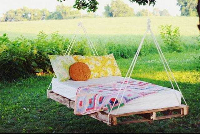 เตียงชิงช้าสุดชิลจากไม้พาเลต