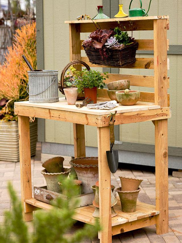 โต๊ะทำสวนจากไม้พาเลต