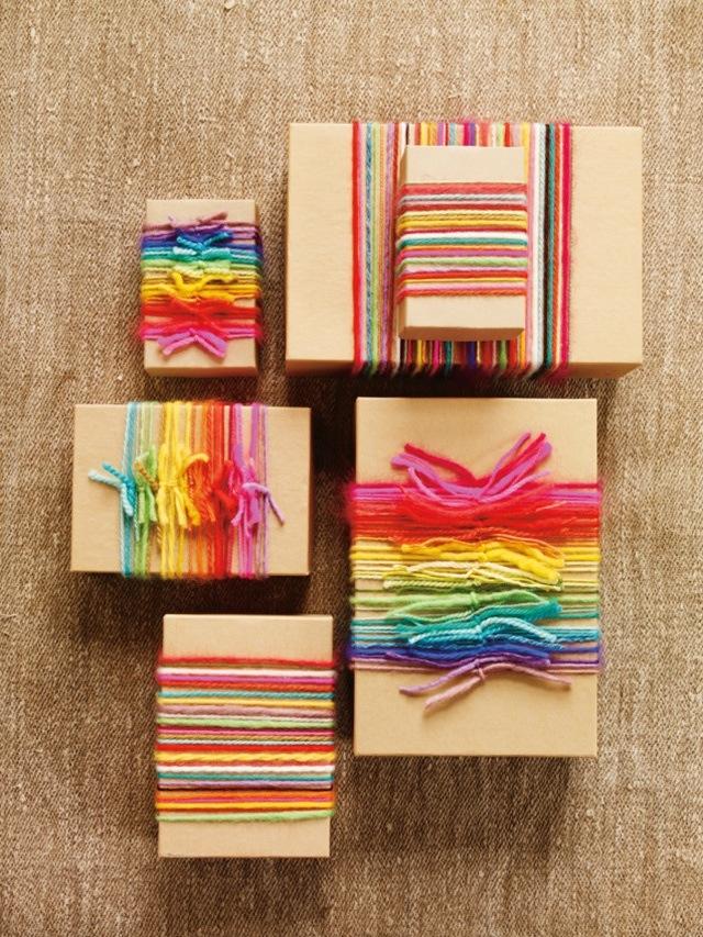 กล่องมัดด้วยไหมพรมสีสด